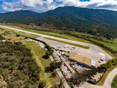 Vue aerienne aeroport saint-tropez